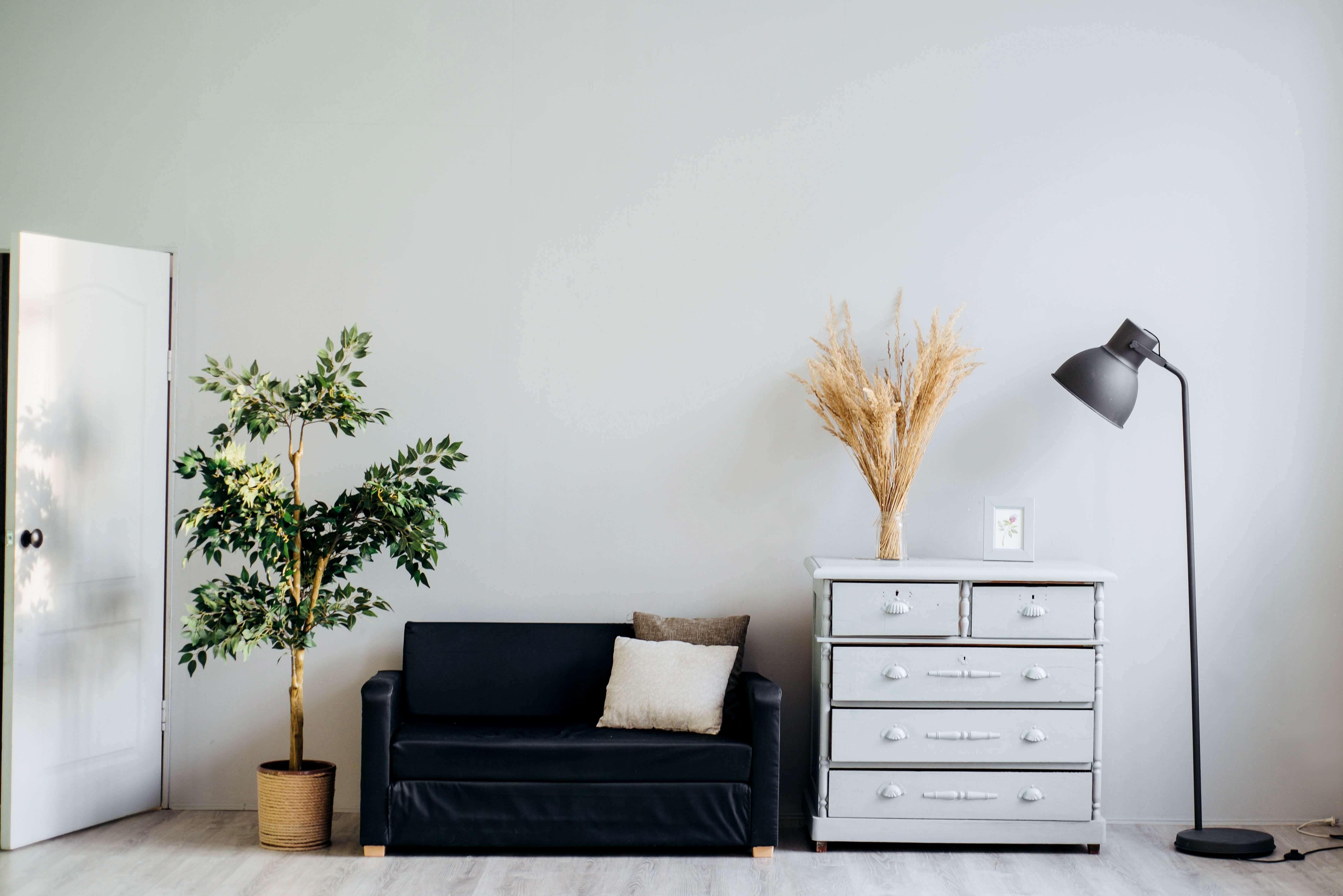 9 decluttering tips to live with less stuff