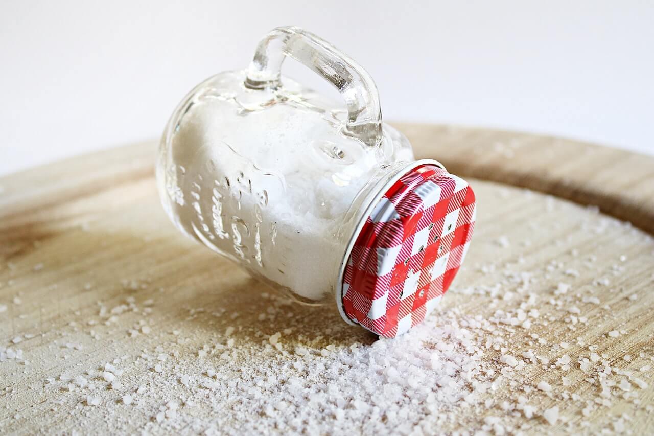 Sea salt with microplastics
